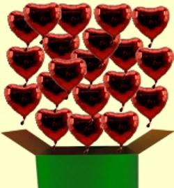 Liebesbotschaften mit Herzluftballons und Helium